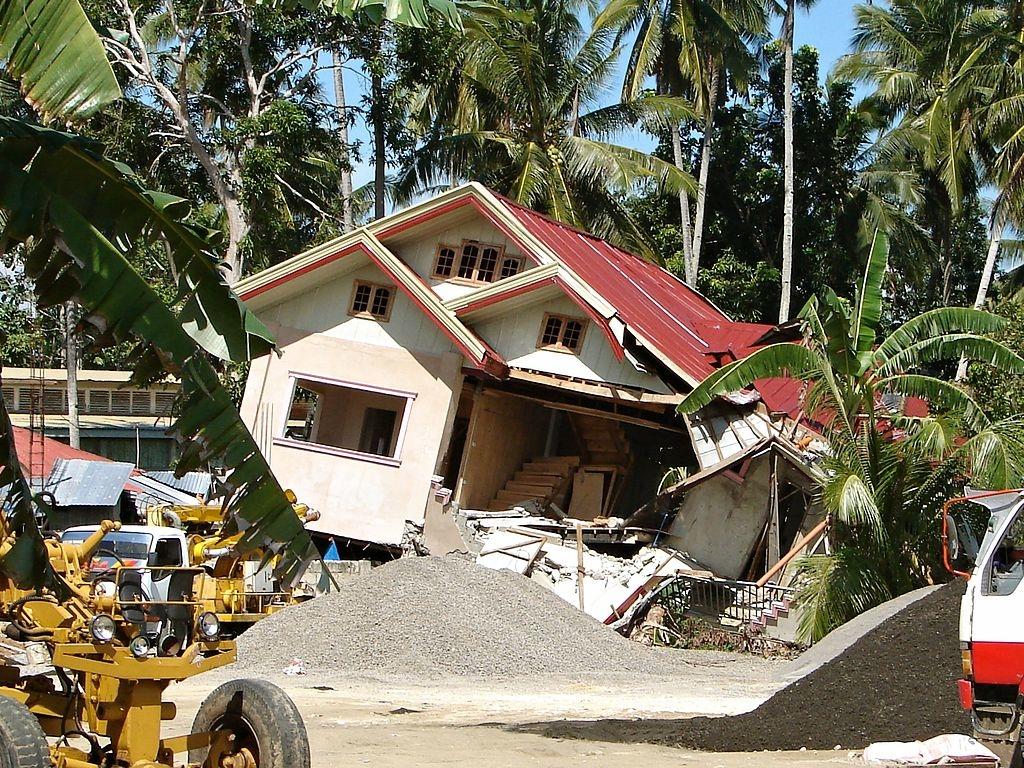 Tubigon_2_earthquake - Author P199